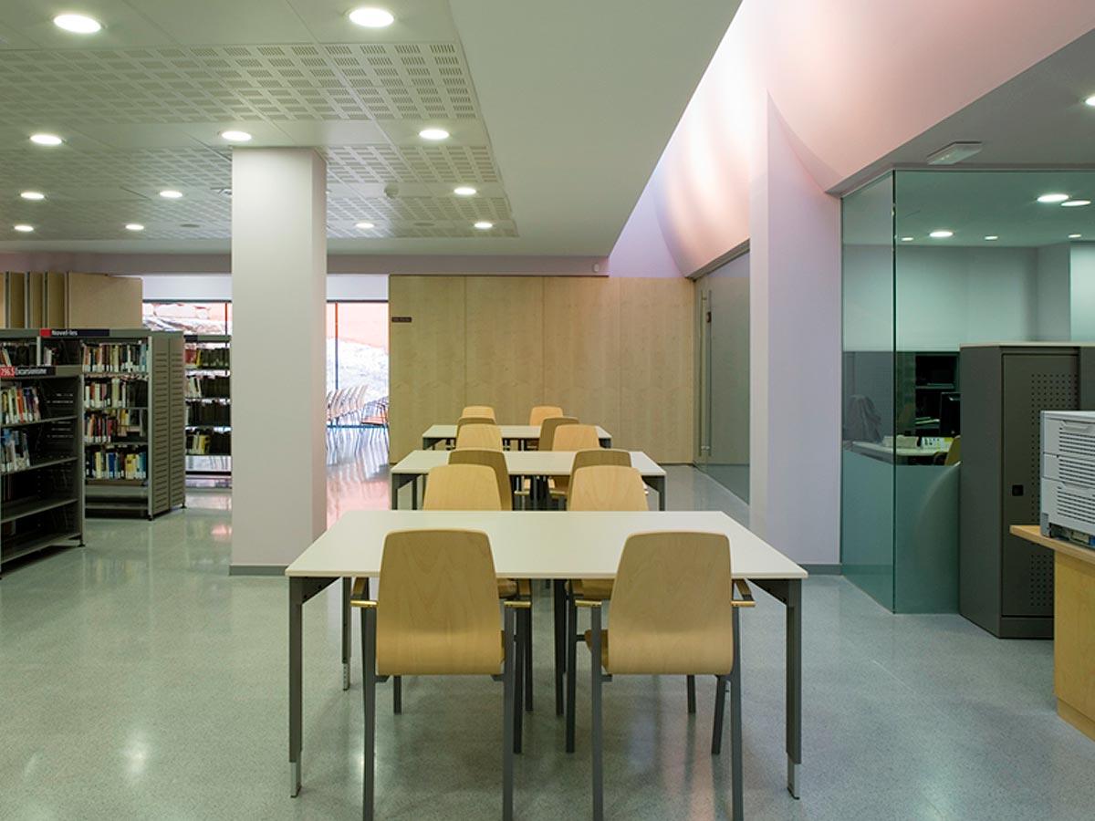 Biblioteca-Joan-Petit-i-Aguilar-de-Sant-Feliu-de-Codines-04