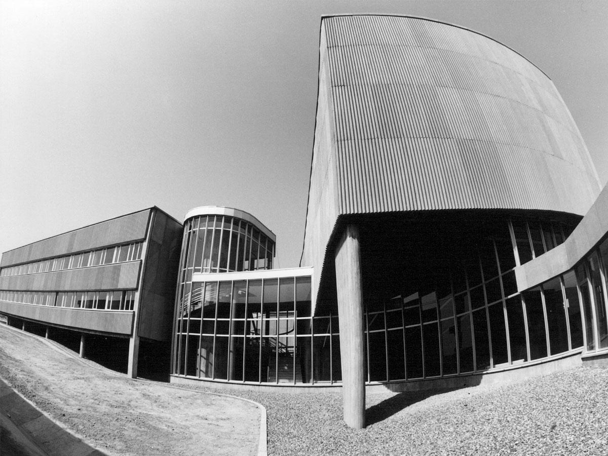 Arquitectura y diseño de espacios para univerisadades y salas de actos.