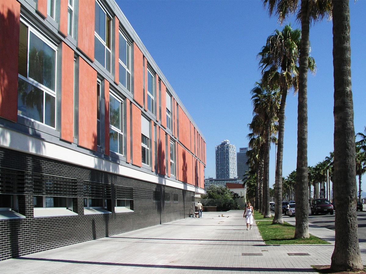 Escola la Mediterranea a la Barceloneta. Arquitectura i diseny d'escoles.