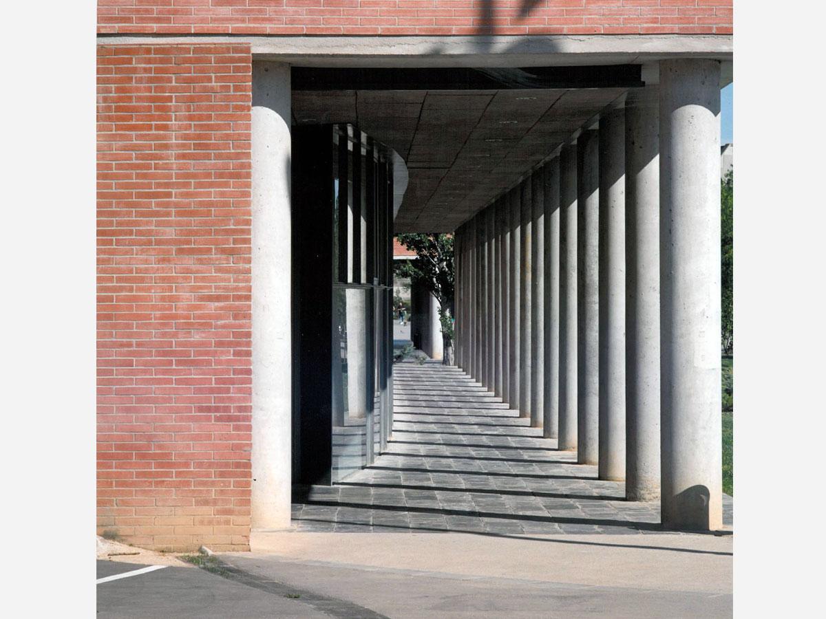 Facultad de ciencias de la educación. Aquitectura para universidades.